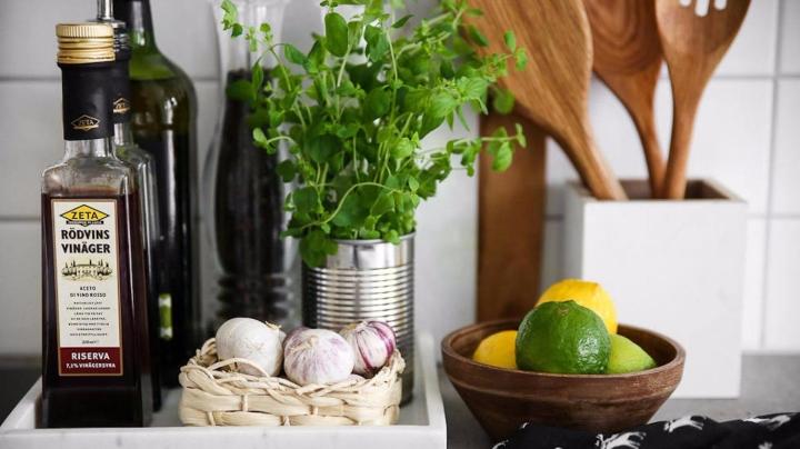 10 Minimal Kitchen Counter DecorIdeas